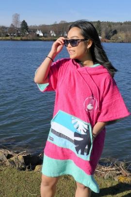 SURFWAX SURF CLOTHING SHOP SINCE 2010  | WAVE HAWAII  LIETUVOJE | GOBTUVAS BAMBOO PONCHO PINK WAVE